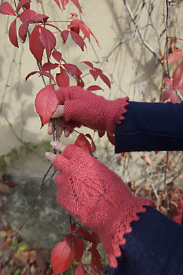 Cashmere Leaf Motif Fingerless Gloves Pattern