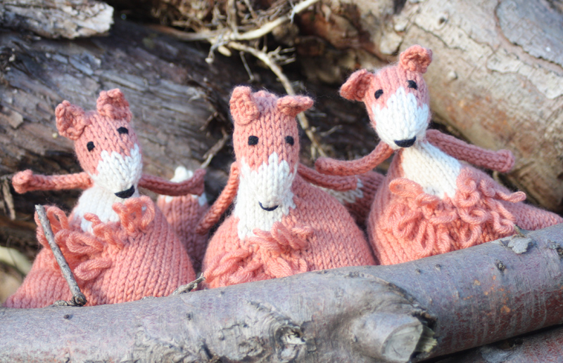 Juggling Foxes Knitting Kit