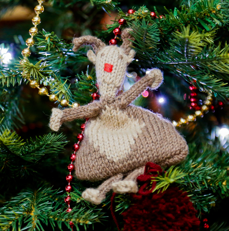 Juggling Reindeer Knitting Kit - Click Image to Close
